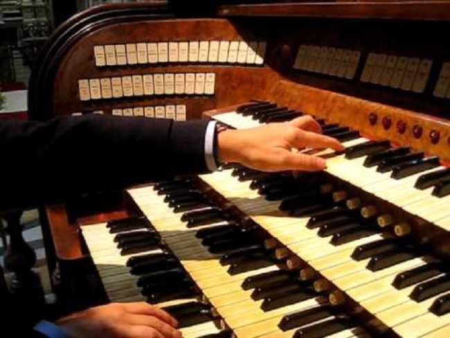 Arona foto organo musicale