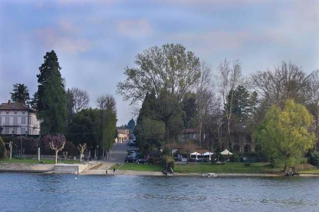 Castelletto Ticino dal lago