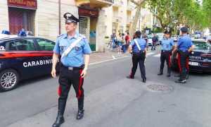 carabinieri auto gente