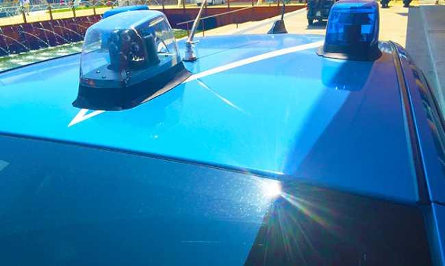 polizia auto lampeggianti giorno