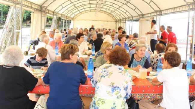 pranzo anziani paruzzaro