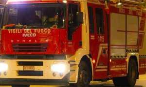 vigili fuoco autopompa notte